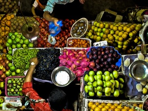 travel-writing-cliche-bustling-market